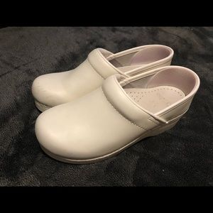 Dansko White Nurse Shoes, size 37 (7).